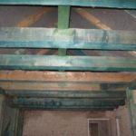 17.Skrzydło wschodnie - wymiana więźby - belki stropowe