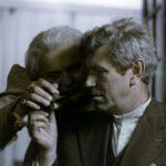 """Scena z filmu """"Klucznik"""" (1979), reż. Wojciech Marczewski; Tadeusz Łomnicki (""""hrabia"""") oraz Wirgiliusz Gryń (""""klucznik""""); fot. ze zbiorów Filmoteki Narodowej"""
