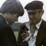 """Scena z filmu """"Klucznik"""" (1979), reż. Wojciech Marczewski; Jerzy Radziwiłłowicz (""""Jasiek"""") i Wirgiliusz Gryń (""""klucznik""""); fot. ze zbiorów Filmoteki Narodowej"""