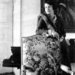 Maria z Sobańskich primo voto Antoniowa Mańkowska,  secundo voto Stanisławowa Zdziechowska w salonie w Guzowie, lata 30. XX w.