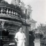 Henryk Rostworowski przed tarasem w Guzowie, lata 30. XX w.