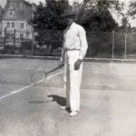 Felix hr. Sobański na korcie tenisowym w Guzowie, lata 30. XX w.