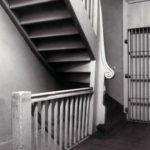 Schody we wschodniej części pałacu; fot. K. Kowalska, 1977 r. Arch. Mazowieckiego Wojewódzkiego Konserwatora Zabytków