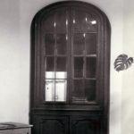 Szafa na broń z XIX w.; fot. K. Kowalska, 1977 r. Arch. Mazowieckiego Wojewódzkiego Konserwatora Zabytków