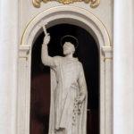 Św. Feliks de Valois - rzeźba w ołtarzu głównym w kościele św. Augustyna w Warszawie; fot. P. Jamski