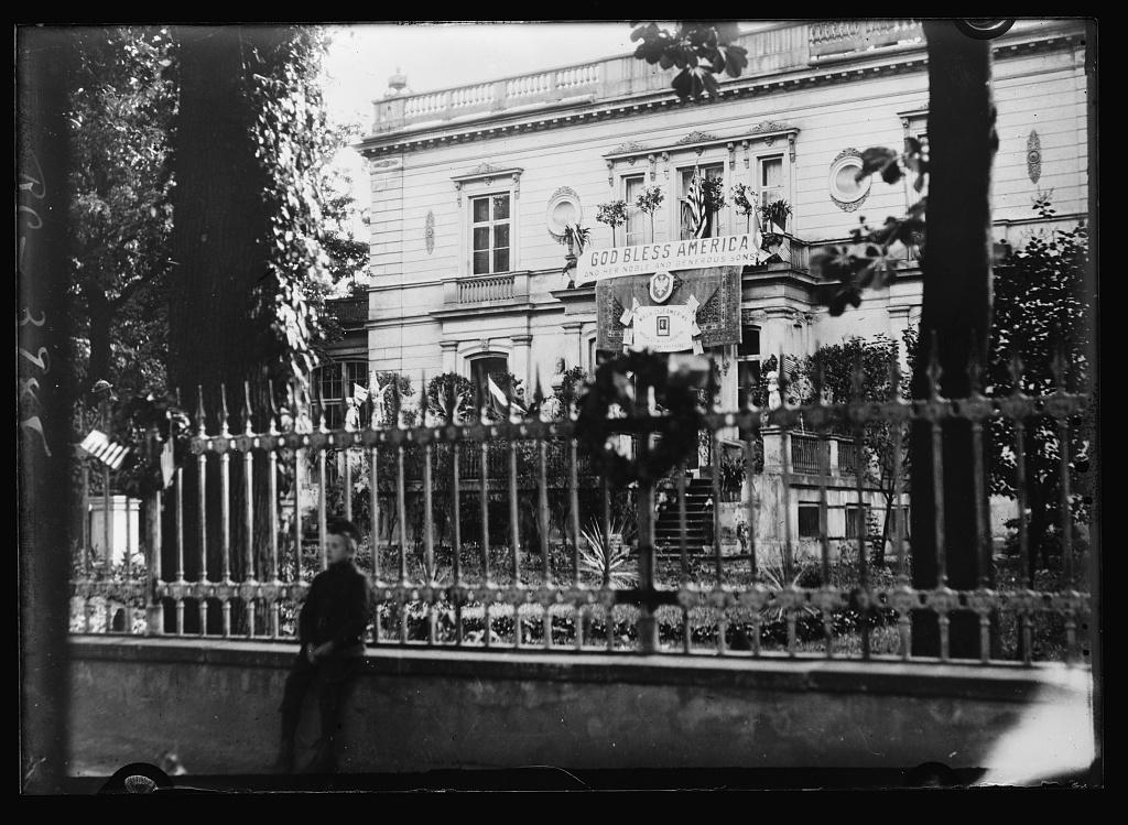 Palac Sobanskich  4.07.1920 Dzien Niepodleglosci USA. Zb. Library of Congress 12307v