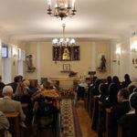 Podopieczni, personel i goście w oczekiwaniu na Mszę św., 15.09.2018