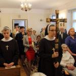 Rozpoczecie Mszy św., z krzyżem S.M. Maksymilia Wrońska, dyrektorka zakładu, 15.09.2018