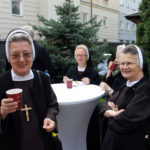Siostry Felicjanki podczas przyjęcia w ogrodzie zakładu, 15.09.2018