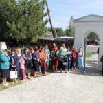 Mieszkańcy Czeczelnika przed kaplicą