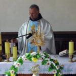 O. Cecylian Zapolski OFM przed procesją z Najświętszym Sakremantem